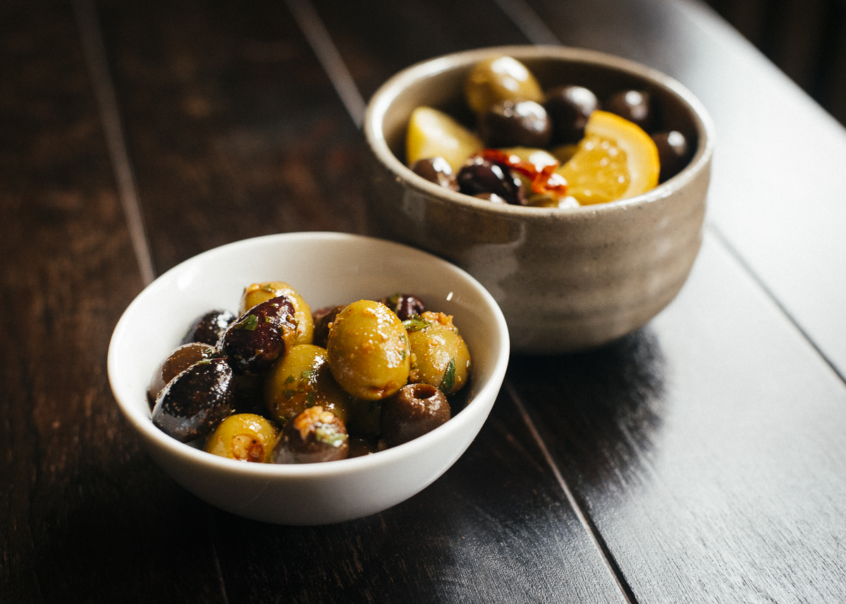 Marinated and Spiced Olives | meljoulwan.com