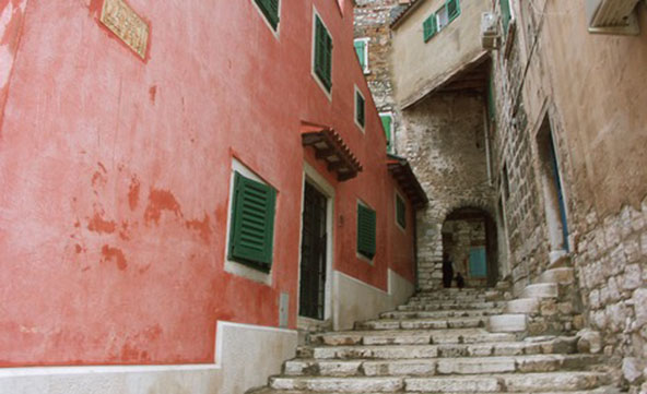 6588790-Steep_Stairs_to_Upper_Town_Rovinj