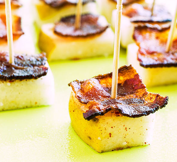 Pear and Bacon Bites | meljoulwan.com