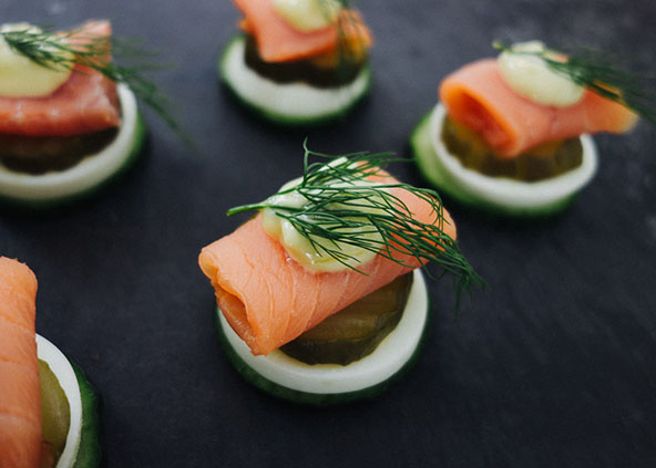 Smoked salmon canapes with homemade mayo, boiled egg slices, fresh dill, and cucumber slices | meljoulwan.com